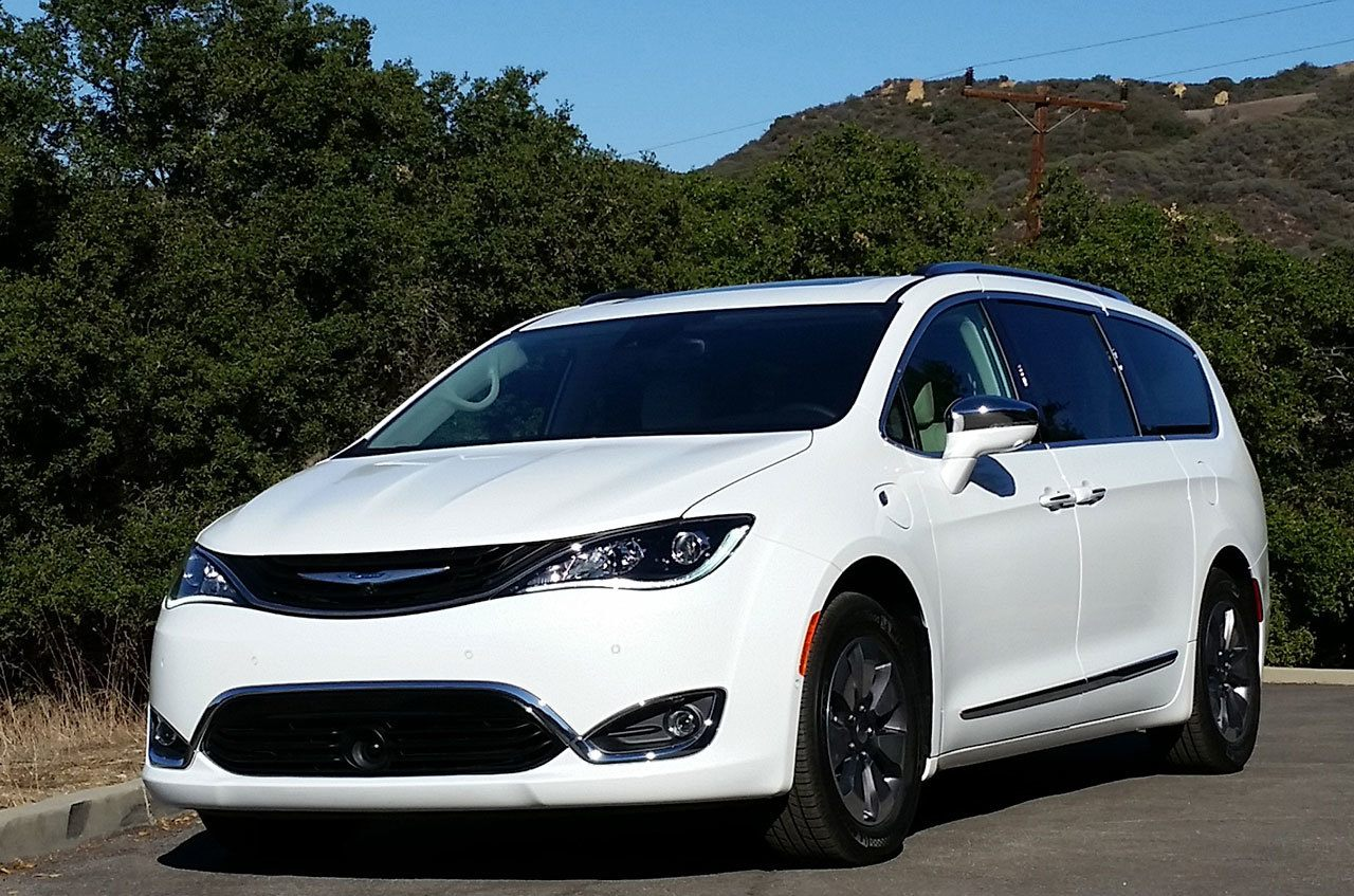 chrysler s 2017 pacifica hybrid minivan tests at 84 mpg. Black Bedroom Furniture Sets. Home Design Ideas